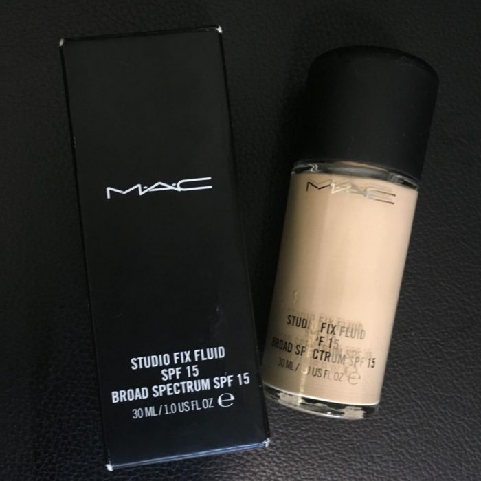 Kem nền kiềm dầu MAC Studio Fix Fluid foundation SPF 15
