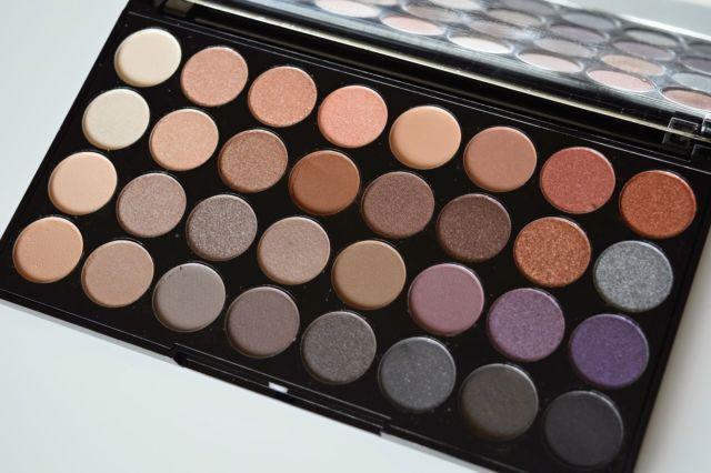 Bảng Màu Mắt 32 ô REVOLUTION Flawless Ultra Shadow