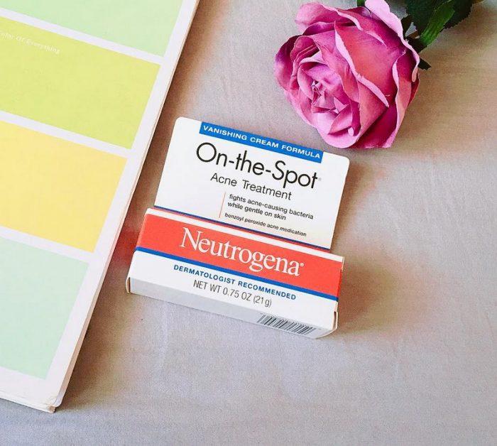 kem-tri-mun-neutrogena-on-the-spot-acne-18