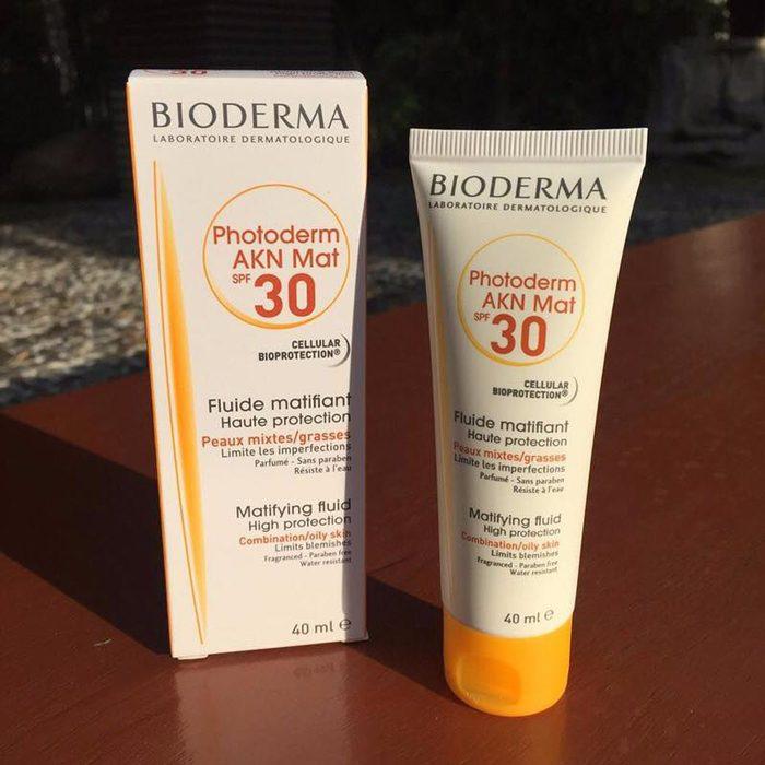 Kem chống nắng Bioderma Photoderm AKN MAT SPF 30