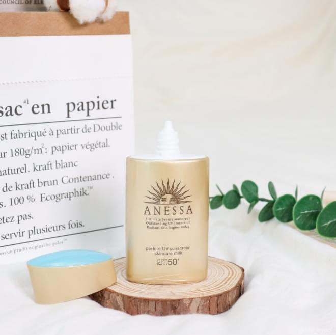 Kem chống nắng Anessa Perfect UV Sunscreen Skincare Milk SPF50+ PA++++