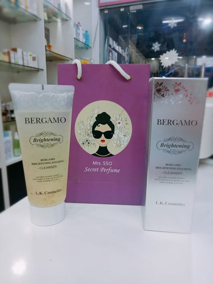 Sữa rửa mặt Bergamo Luxury Gold Brightening Foaming Cleanser
