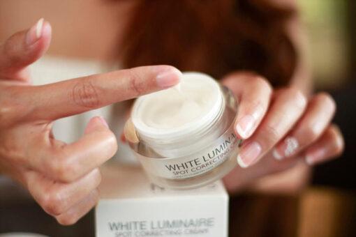 Kem dưỡng ẩm đặc trị làm sáng da White Luminaire Spot Correcting Cream 2