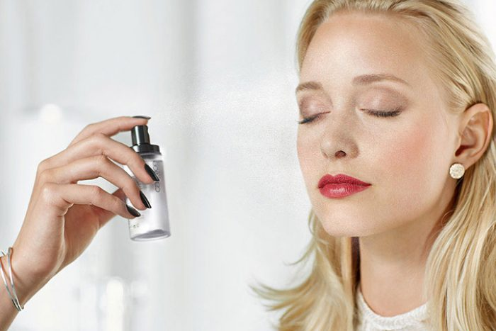 Xịt Khoáng Khóa Nền Catrice Prime And Fine Multitalent Fixing Spray