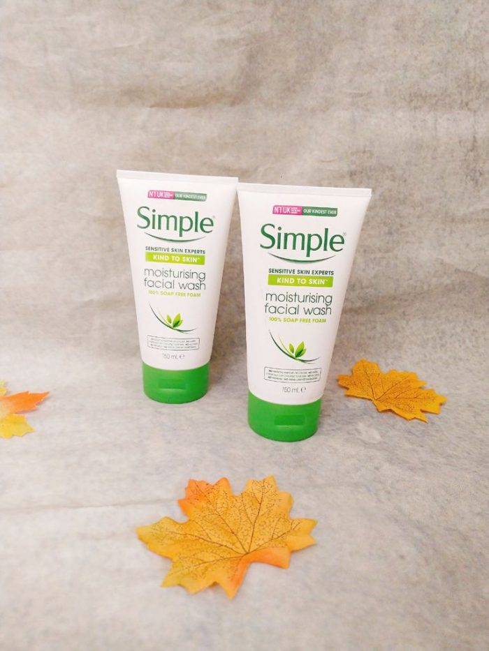 Sữa rửa mặt Simple Kind to Skin Moisturising Facial Wash