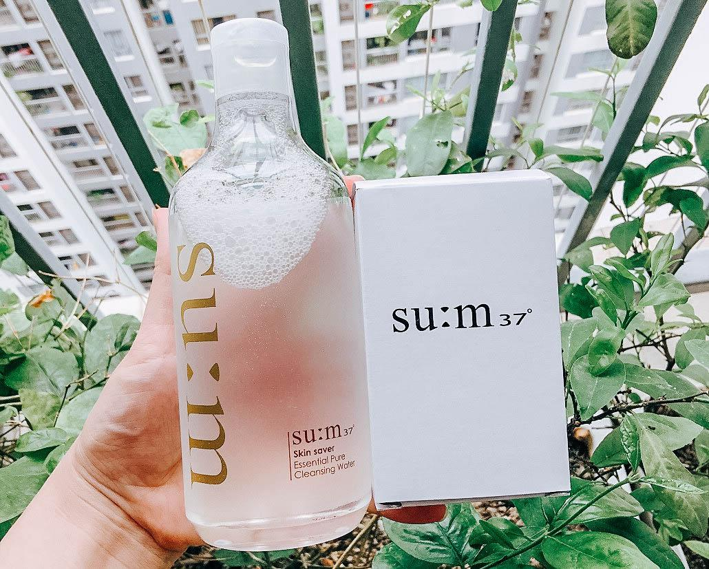 https://myphamhang.com/wp-content/uploads/2020/07/nuoc-tay-trang-3-trong-1-sum37-skin-saver-essential-cleansing-water-10.jpg