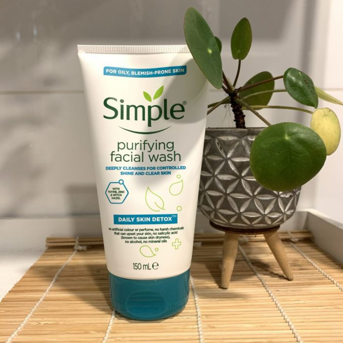 Sữa rửa mặt Simple Daily Skin Detox Purifying Facial Wash